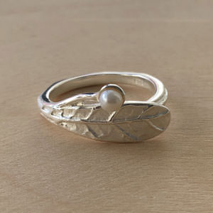 Leaf silver ring with pearl