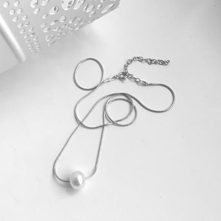 Single silver pearl necklace